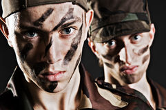 soldater två arkivbilder