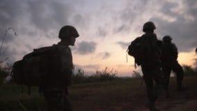 Soldatgehen stock footage