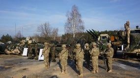 Soldati americani e polacchi su terreno di gioco Polonia zagan fotografie stock libere da diritti