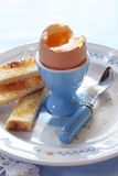 Soldati bolliti del pane tostato e dell'uovo Immagine Stock