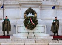 Soldati che custodicono la tomba del soldato sconosciuto Fotografia Stock