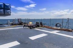 Soldati che infornano dalla piattaforma di una nave da guerra nel Mar Nero/Bulgaria/07 19 2018 durante l'esercizio Editoriale usa fotografia stock