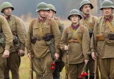 Soldati con i fiori Fotografie Stock