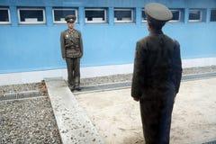 Soldati del DPRK sulla riga 38 Fotografie Stock Libere da Diritti