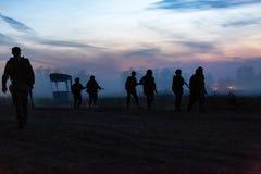 Soldati dell'esercito durante l'operazione militare guerra, esercito, tecnologia e concetto della gente immagine stock