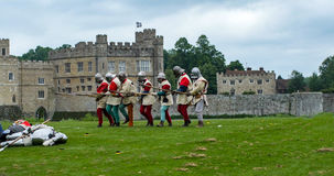 Soldati di fanteria medievali con le lance Fotografia Stock