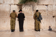 Soldati israeliani alla parete occidentale di Gerusalemme Fotografia Stock Libera da Diritti