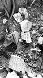 Soldati nominati sui mattoni del magazzino abbandonato fotografie stock