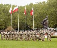 Soldati polacchi che preparano sfoggiare Fotografie Stock Libere da Diritti