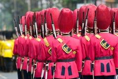 Soldati tailandesi muniti in uniformi di parata Fotografie Stock