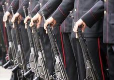 Soldati in una fila Immagini Stock