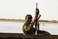 Soldato africano durante il funzionamento Fotografia Stock