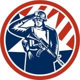 Soldato americano Salute Holding Rifle retro Fotografie Stock