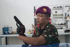 Soldato With Bionic Hand in Indonesia Fotografia Stock Libera da Diritti