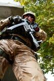 Soldato ceco nell'azione nell'Afghanistan Immagini Stock