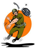 Soldato che getta una granata Fotografia Stock Libera da Diritti