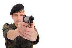 Soldato che mira con la pistola Immagini Stock Libere da Diritti