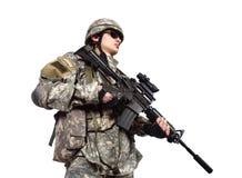 Soldato che tiene il suo fucile di assalto Fotografie Stock Libere da Diritti