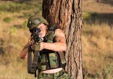 Soldato con l'arma Immagine Stock Libera da Diritti