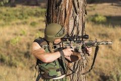 Soldato con l'arma Fotografia Stock Libera da Diritti