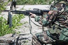 Soldato con la mitragliatrice Fotografie Stock Libere da Diritti