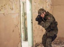 Soldato del commando durante la rievocazione storica Immagine Stock