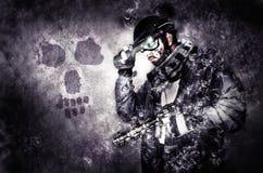 Soldato del guerriero del fantasma con il silenziatore e la pistola Immagini Stock Libere da Diritti