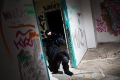 Soldato delle forze speciali durante la missione di notte Fotografie Stock Libere da Diritti