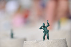 Soldato di giocattolo con binoculare Immagini Stock Libere da Diritti