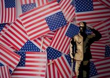 soldato di giornata dei veterani davanti alla bandiera Immagine Stock
