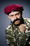 Soldato divertente nei militari Fotografie Stock