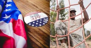 soldato e bandiera degli S.U.A. con il 4 luglio Immagini Stock Libere da Diritti