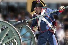 Soldato francese che riscuote una tassa durante la rappresentazione della battaglia di Bailen fotografia stock