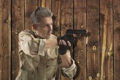 Soldato Holding Gun Fotografia Stock Libera da Diritti