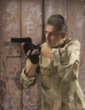 Soldato Holding Gun Immagine Stock