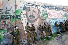 Soldato israeliano influenzato dal gas lacrimogeno Fotografie Stock Libere da Diritti
