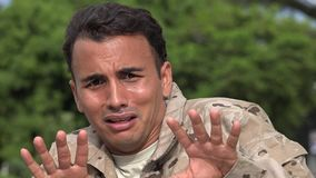 Soldato maschio ispano spaventoso stock footage