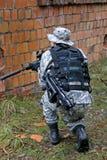 Soldato nel campo Fotografie Stock Libere da Diritti