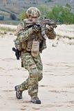 Soldato nel deserto fotografia stock libera da diritti