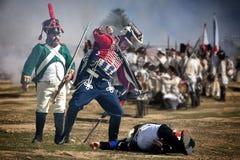 Soldato nemico d'attacco del soldato francese durante la rappresentazione della battaglia di Bailen fotografia stock libera da diritti