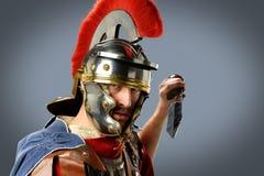 Soldato romano con la spada Fotografia Stock