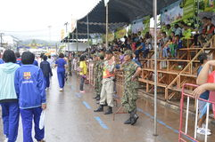 Soldato tailandese che sorveglia sicurezza immagine stock