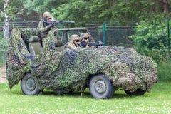 Soldats allemands sur le loup de benz de Mercedes image libre de droits