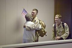 Soldats américains retournant à la maison de la guerre en Irak à l'aéroport 2004, Tucson, Arizona de Tucson Photographie stock