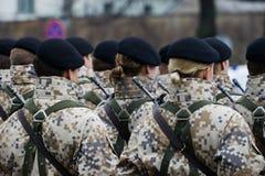 Soldats au défilé militaire Photo stock