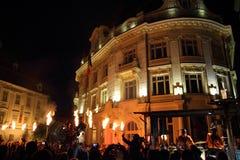 Soldats avec des torches près de ville hôtel de Sibiu Photographie stock