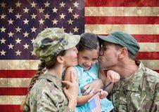 soldats avec leur fille photographie stock