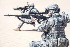 Soldats d'infanterie dans l'action Photo stock