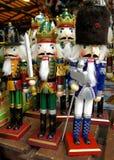 Soldats de casse-noix au marché de Noël Image stock