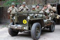 Soldats de l'armée américaine de la deuxième guerre mondiale avec Willys Photos libres de droits